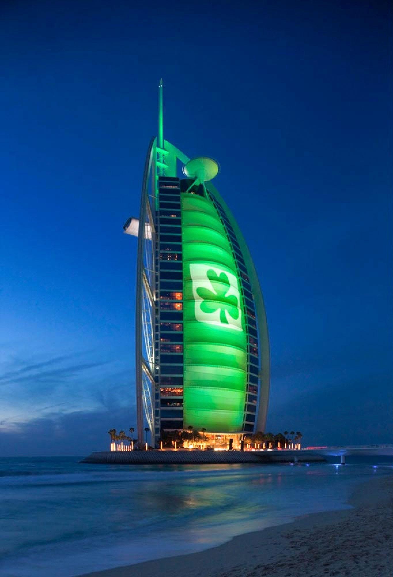 Burj al Arab Dubai - abends mit Beleuchtung